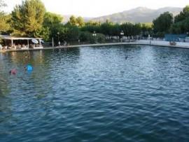 Piscina natural fuente de cela museo del juego for Candeleda piscinas naturales